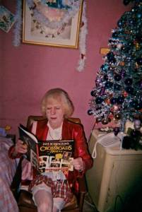 me reading the book by jane rossinton the crossroads motle the greatisi soap ever ran from 1964 to 1988 then back in the early noughtys