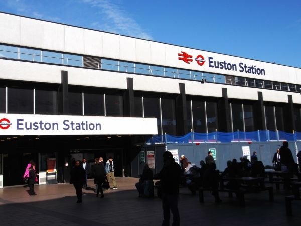this is the main enterance to the station at euston dynnargh welclome falite croeso