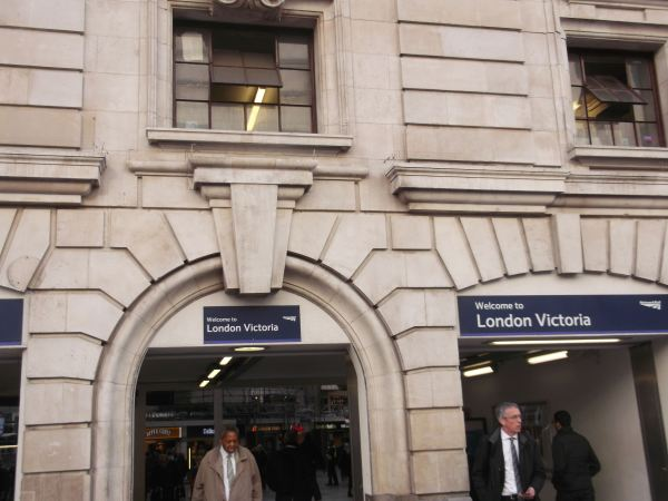 this is victoria rail station in south london dynnargh welclome falite croeso as once again i walk from 2013 with victoria men fist visited back in 1983