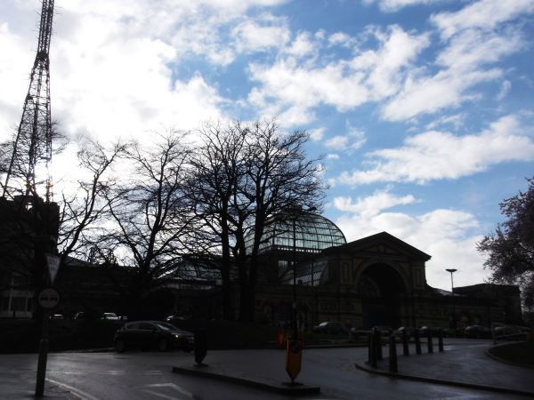 AS YOU CAN SEE THE IMPRESSIVE ALEXANDRA PALACE IN THE DISSTANCE