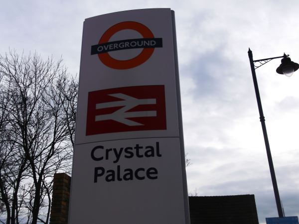 this is crystall palace dynnargh welclome falite croeso as once again i walk with the crystall palace and walk ammounst the dinasuars again from 1995