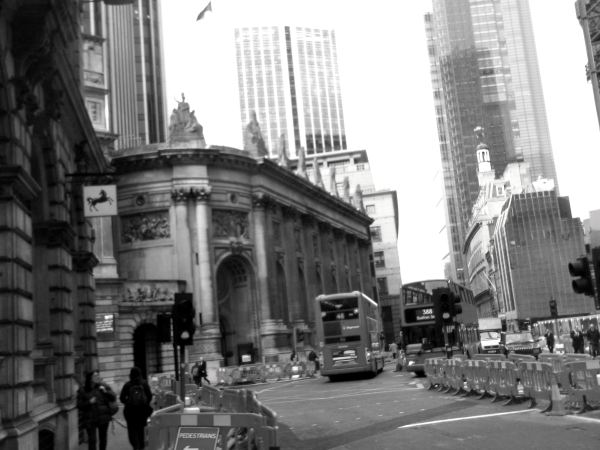 and this is the last pics of bank as i do my finall curtsey to the centrall london towns in the seris of walking with the men falite croeso dynnargh